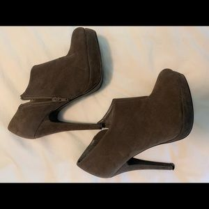 """Just fab stone booties 4"""" heel size 9"""